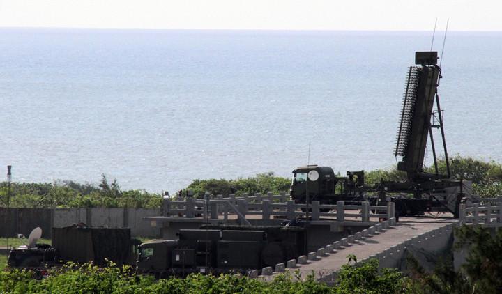 臺海安全研析中心主任梅復興今日透過臉書撰文表示,太平島的神秘軍事結構已真相大白,落槌定調為AN /TPS-117(如圖)預設陣地之周邊建設。他認為,這是台灣饒富戰略意義的小動作,顯示我國在南沙/南海並非只能束手待斃,而仍有某些舉措可為。本報資料照片、記者洪哲政/攝影