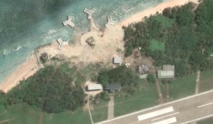 我國在太平島新建軍事陣地,曾一度引起國際聚焦。翻攝Google earth
