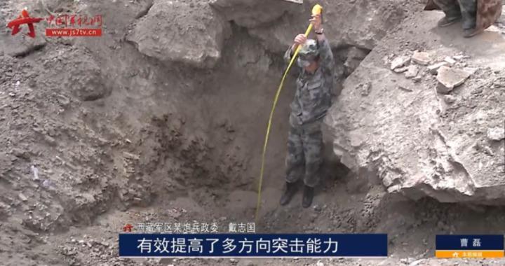 300毫米遠程火箭鑽地彈命中目標效果。(中國軍視網)