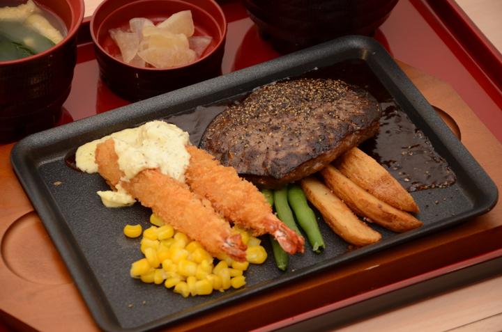 漢堡排日式炸蝦拼盤,189元。記者黃冠穎/攝影
