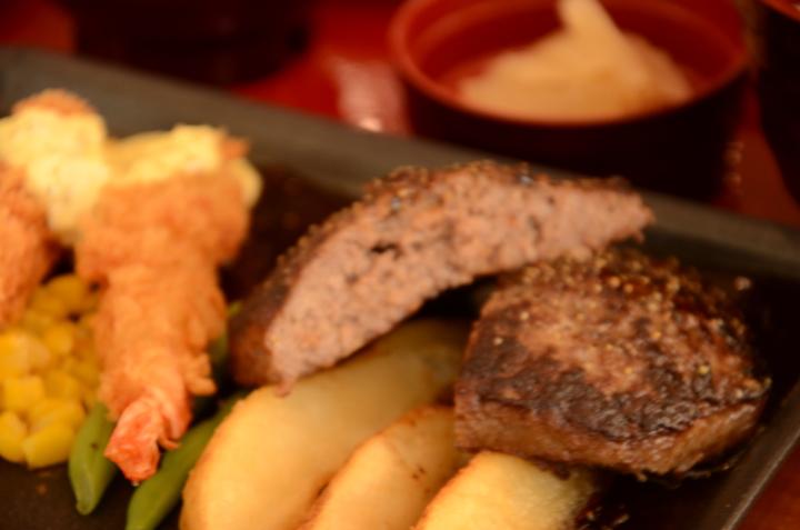 Joyfull漢堡排是明星商品。記者黃冠穎/攝影