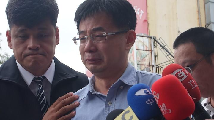 郭金發兒子郭建盟談到父親猝逝,非常的不捨難過。記者劉星君/攝影