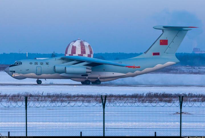 在莫斯科附近試飛伊爾-76運輸機翻新機。(騰訊圖片)
