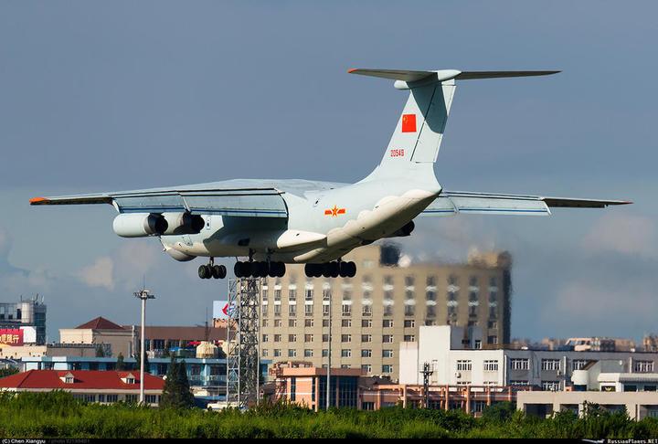 中共解放軍採購的俄製伊爾-76運輸機翻新機。(鼎盛網友meirenjiao)