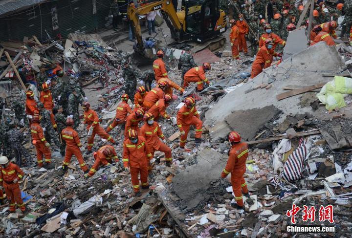 溫州民房倒塌搜救現場。(中新網)