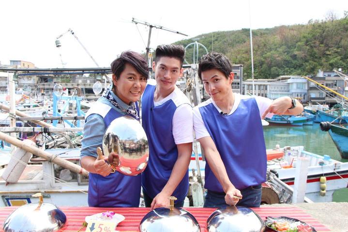 王仁甫(左起)、許孟哲和孫協志主持中視「飢餓遊戲」。圖/中視提供