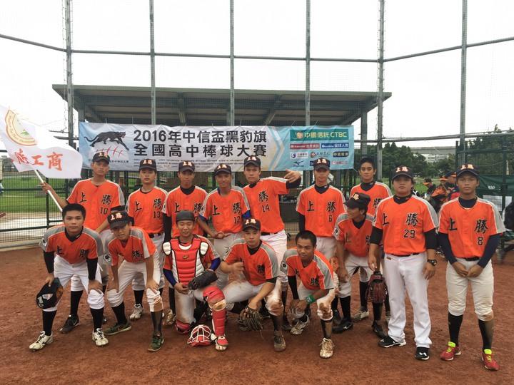花蓮上騰工商棒球隊雖一度沒教練,仍努力練球參加比賽,希望能奪得佳績。圖/上騰工商提供