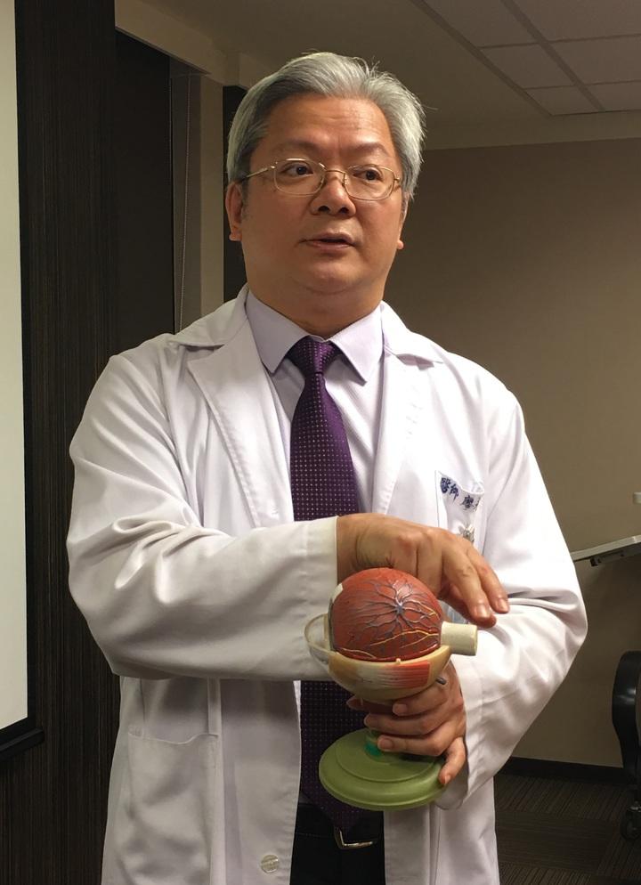 書田診所眼科主任廖昶斌指出,低血壓可能使視神經血液循環差,視神經缺氧貧血讓青光眼惡化。記者江慧珺/攝影