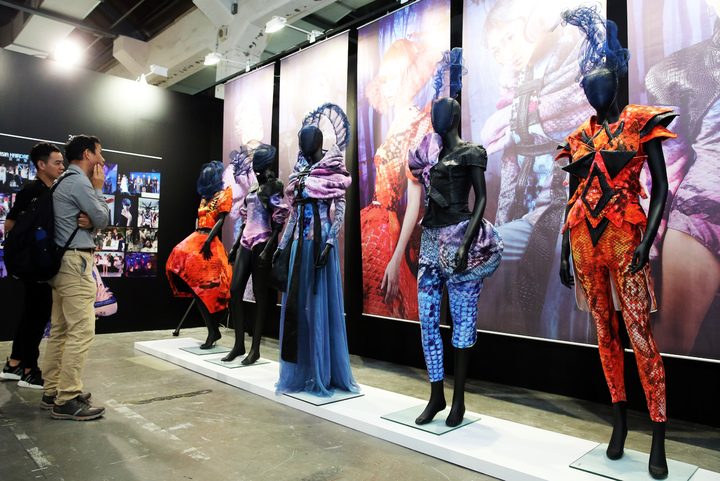 HAPPY HAIR快樂麗康集團昨天在華山文創園區舉辦「快樂四十品牌博覽會」,展出品牌四十年來輝煌成果。記者徐兆玄/攝影