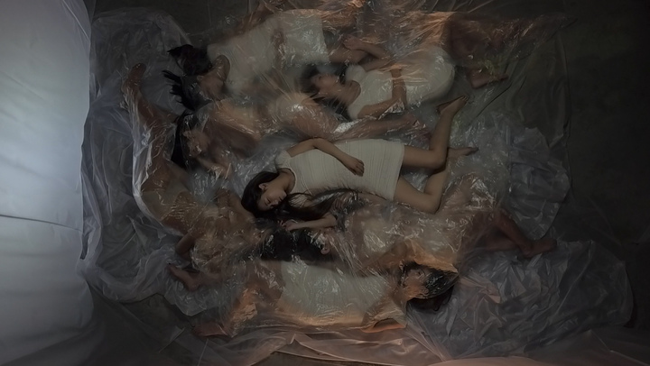 光澤主打歌「空心」MV,為突顯音樂,只有演員演出,光澤零鏡頭。圖/海蝶提供