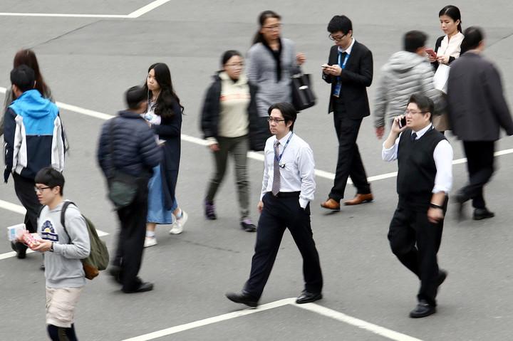 勞工專屬七天國定假日,台灣光復節將在下周二登場,周一是否彈性放假,勞動部表示,沒有強制規範,就看勞資如何協商。圖/本報資料照片
