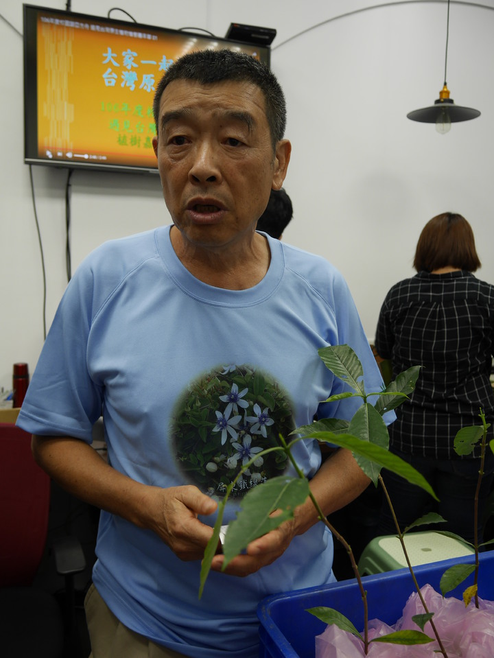 台灣原生植物保育協會理事長陳世揚說,3月太熱,植樹節種樹時間不對,10月種的成功率有99%。記者吳淑君/攝影