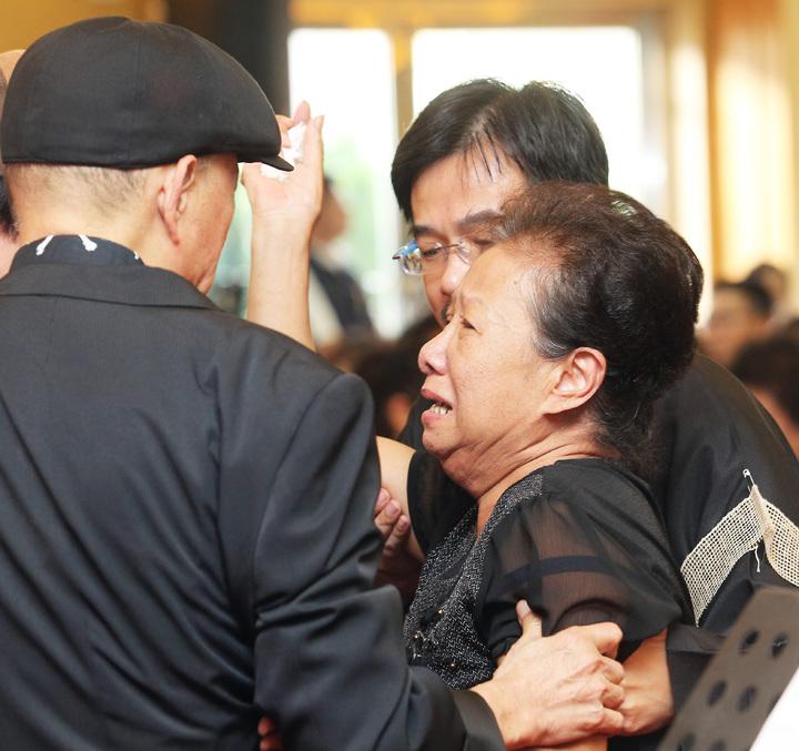 寶島歌王郭金發上午舉行告別式,郭太太何櫻子憶及過去夫妻相處點滴,在會場上數度落淚。記者劉學聖/攝影