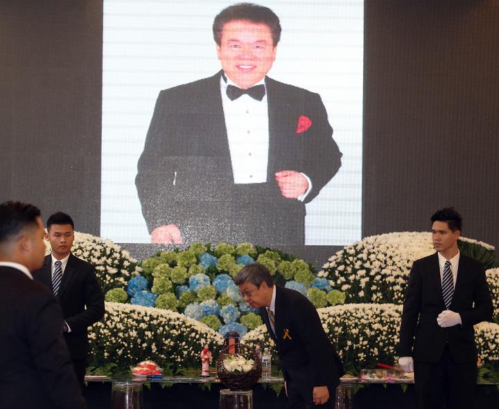 寶島歌王郭金發上午舉行告別式,副總統陳建仁專程南下弔唁。記者劉學聖/攝影
