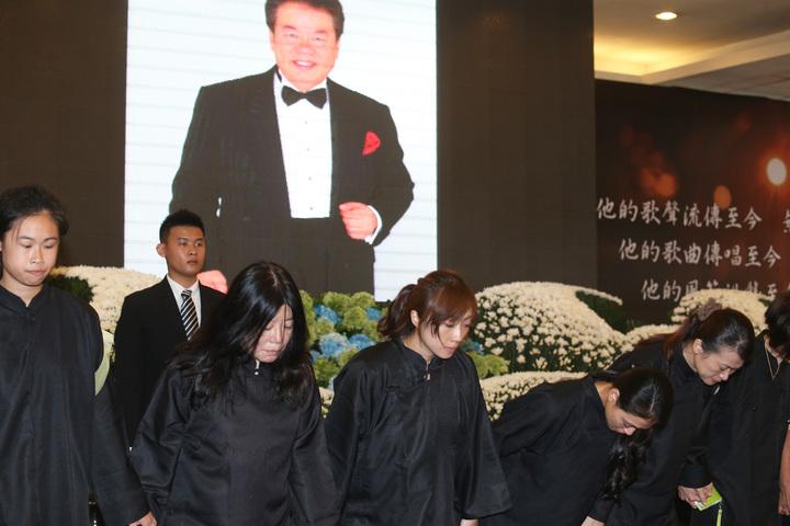 寶島歌王郭金發上午舉行告別式,家屬答謝各界關愛。記者劉學聖/攝影