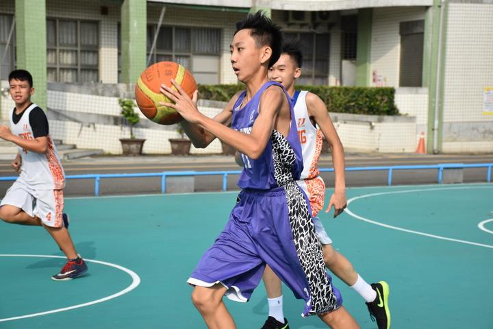 屏東至正國中男子籃球隊成軍三年,今年首度轉型挑戰JHBL甲級聯賽。記者蕭雅娟/攝影