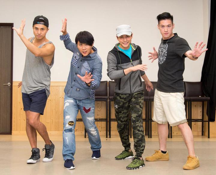 王少偉(左一)覺得4人相聚時光芒萬丈,但他更在乎光芒之後看到的自己。本報資料照