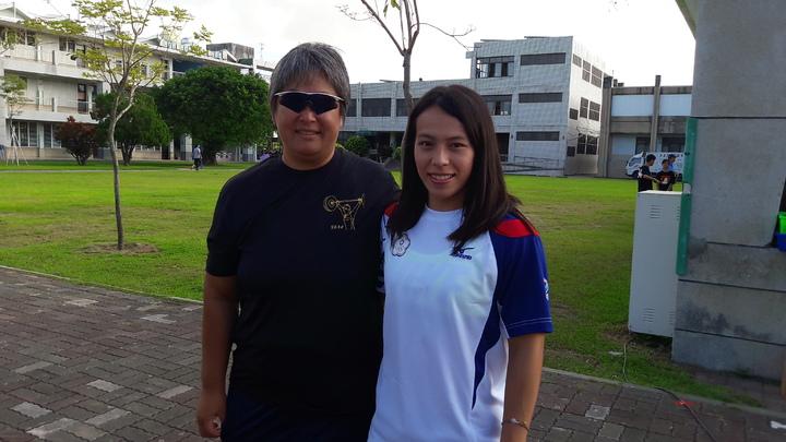 郭婞淳返回母校參加校運,特別感謝當初帶引她踏進舉重界的林尚儀教練。記者李蕙君/攝影