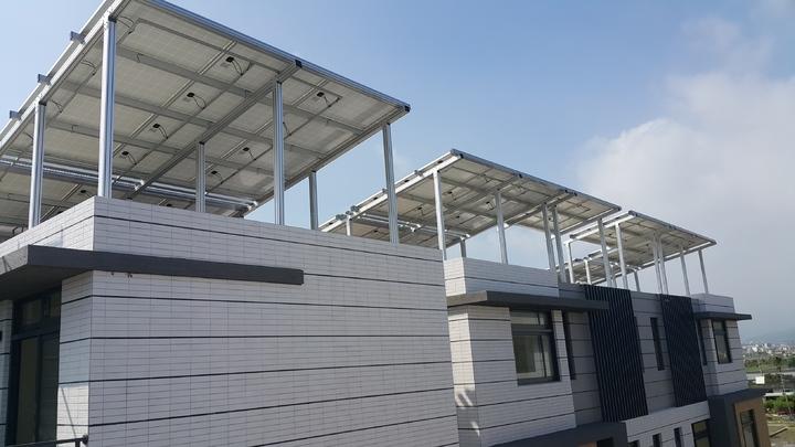 宜蘭建案設太陽能光電,賣台電每戶年收4萬多元。記者廖雅欣/攝影