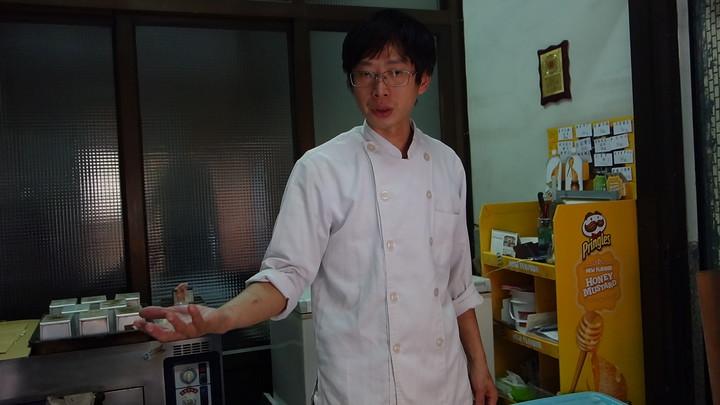 麵包師傅今天上午仍照常做麵包。記者劉星君/攝影