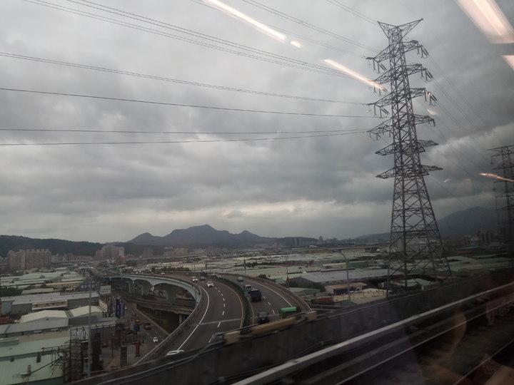 機場捷運沿路景觀。記者施鴻基/攝影
