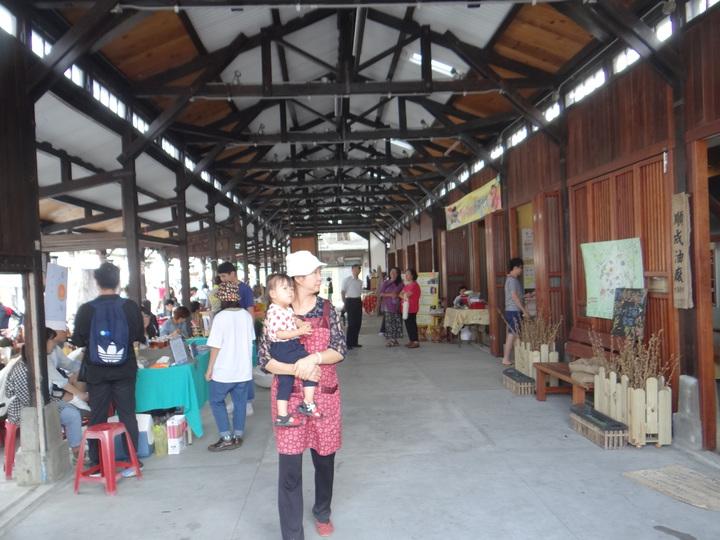 雲林縣第一座保留傳統市原貌改造成文創市場,今天開幕,木造歷史建築環境典雅,是民眾逛街買文創最佳去處。記者蔡維斌/攝影