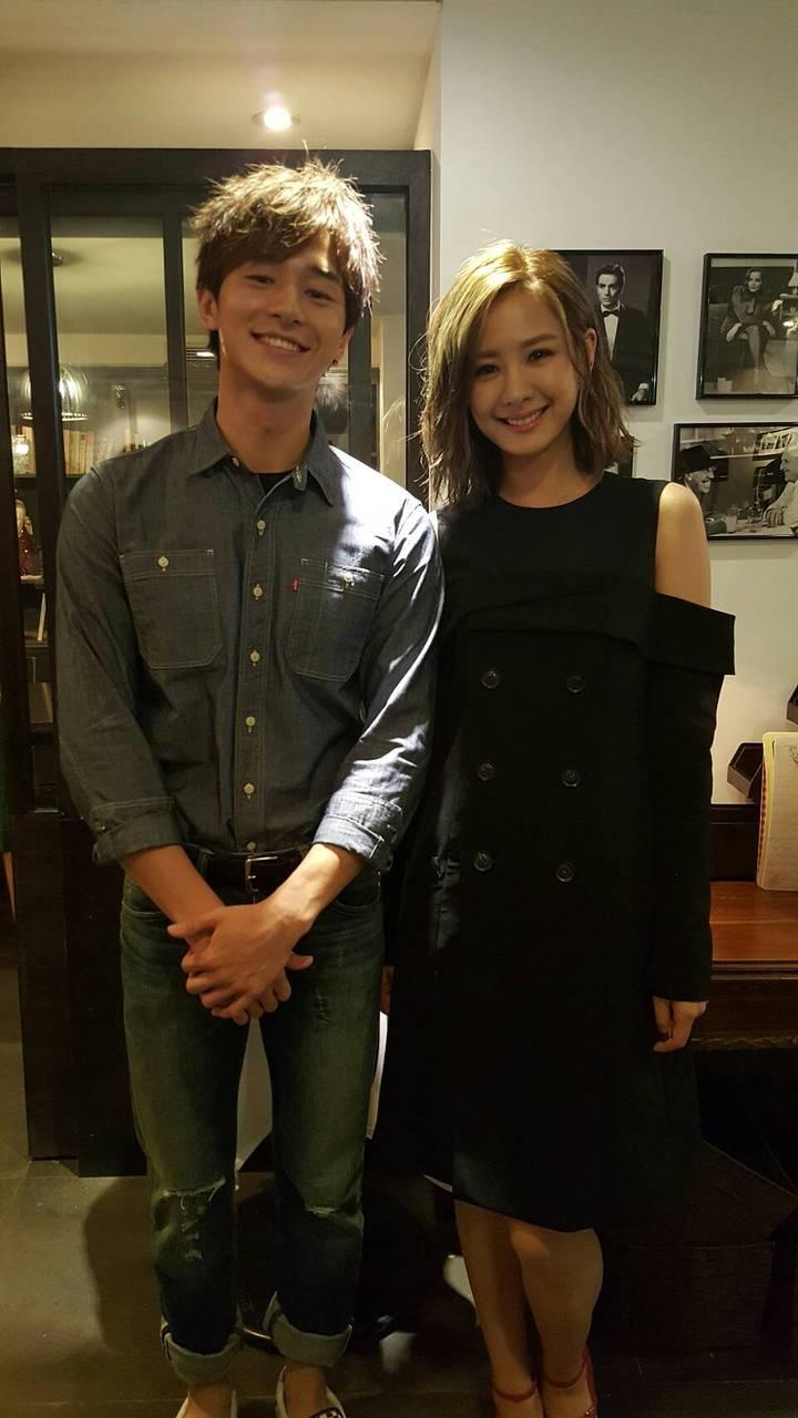 安心亞(右)、張軒睿出席「狼王子」簽書會。記者杜沛學/攝影