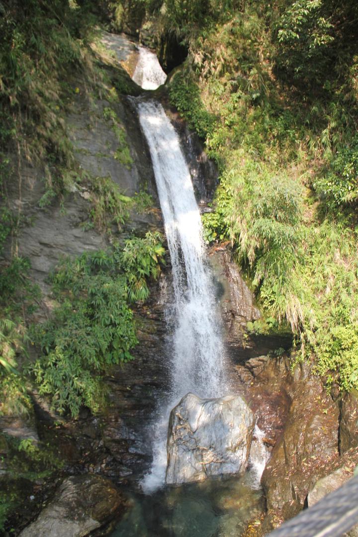 玉山國家公園管理處今宣佈颱風受損的東部園區瓦拉米步道已修復,即日起恢復通行,步道沿途有瀑布等,景觀超美。本報檔案資料照