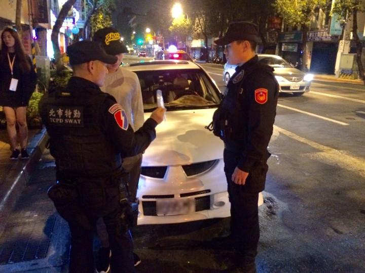 鄒姓男子因車內電音太大聲,引來警方注意攔查,被搜出毒品。圖/記者廖炳棋翻攝