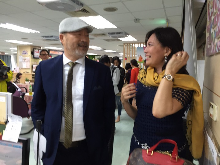 班鐵翔與Celine11日上午到松山戶政事務所辦結婚登記。記者陳慧貞/攝影