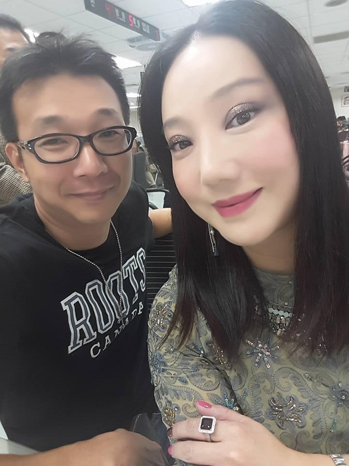 沈嶸和男友在光棍節登記結婚。圖/摘自沈嶸臉書