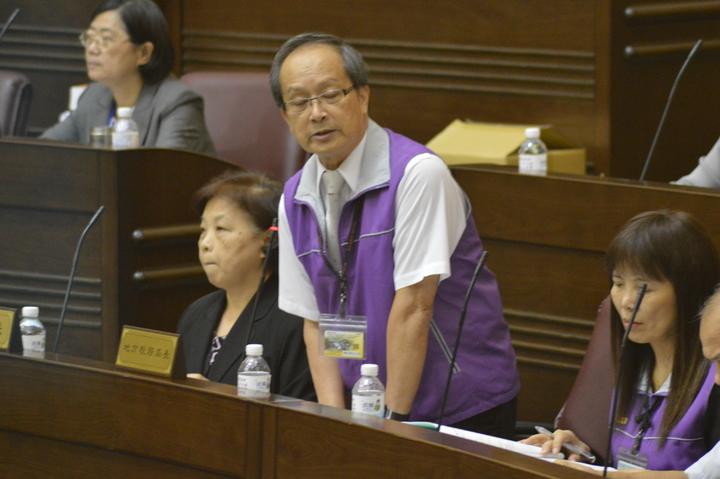 桃園市地方稅務局長林延文表示14日財政部以「無法源依據」不准地價稅打折徵收。記者施鴻基/攝影