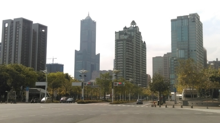 高雄市財政局長簡振澄今天表示,高雄市確定推出地價稅分期、延期等繳費方案。圖/本報資料照