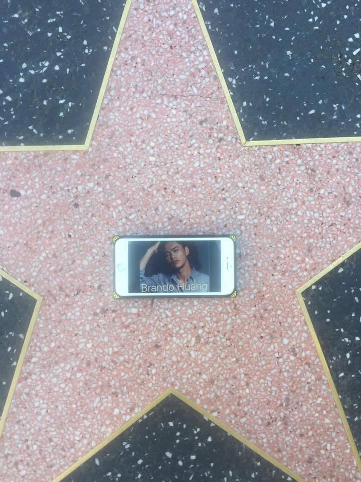 在好萊塢大道上過癮一下。圖/黃鐙輝提供
