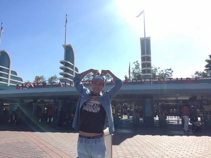 黃鐙輝遊迪士尼樂園。圖/黃鐙輝提供