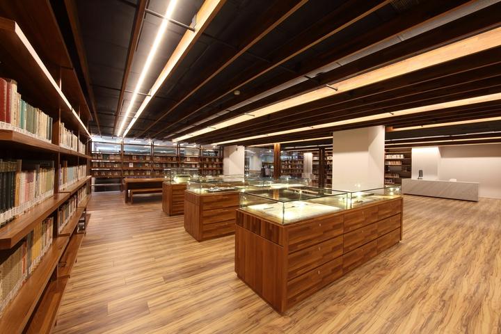 書房除了收藏展示楊牧老師的手稿與珍藏史料外,中央建構了文學講堂的活動空間與電子典藏區,將楊牧詩、散文、評論、譯作一一構藏。照片/和碩提供。
