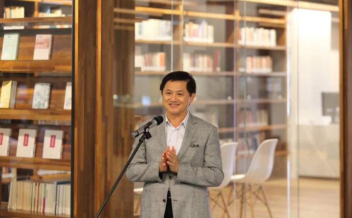 和碩董事長童子賢五年前開拍台灣首次文學記錄電影《他們在島嶼寫作》後,今年再次義助東華大學建構楊牧書房,再鑄文學創舉。照片/和碩提供。
