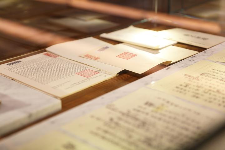 書房收藏楊牧歷年來的藏書及文采。照片/和碩提供。
