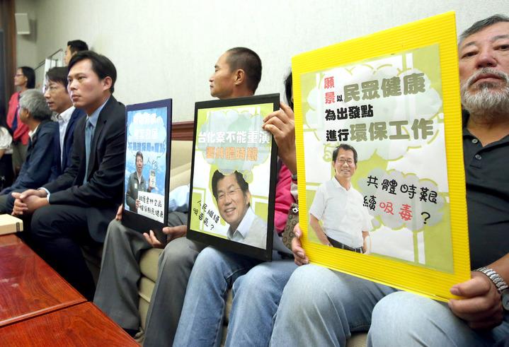 針對台灣西半部空前的連續八天嚴重空汙,公民團體與立委舉行記者會,譴責行政院毫無作為,痛批環保署自失立場角色錯亂。記者屠惠剛/攝影