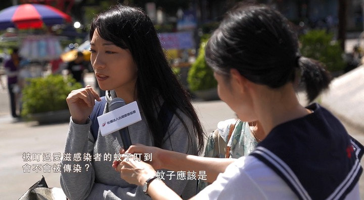 露德協會在街頭進行測驗與訪問,發現超過半數民眾無法全數答對與愛滋傳染有關的迷思。圖/露德協會提供