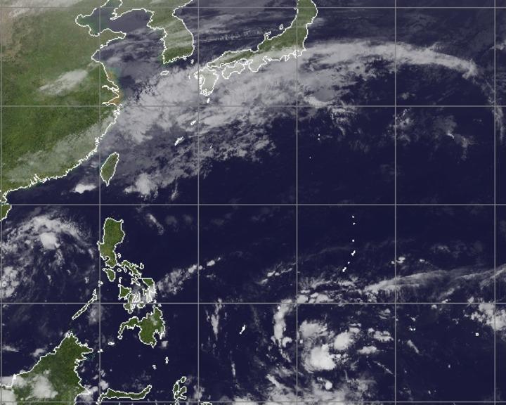 根據最新的氣象資訊,目前關島南方海面上有一熱帶擾動,是否成為第25號颱風,氣象局表示,仍有待觀察。圖/氣象局提供