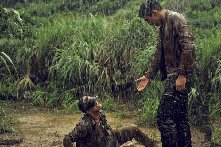黃遠與王大陸拍打架戲,在泥漿中翻滾一天一夜。圖/夢想啟動有限公司提供