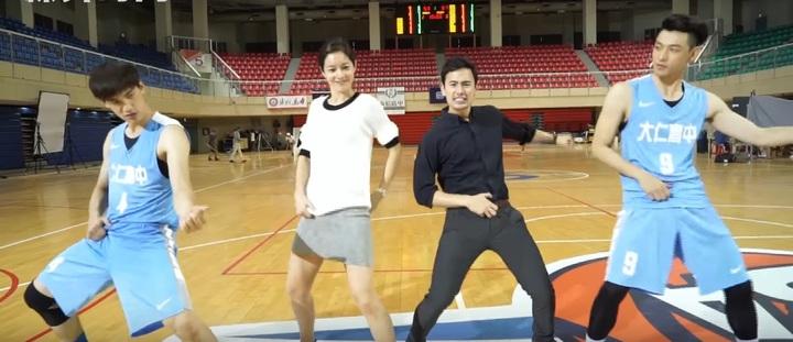 宏正(左起)、Janet、George、晨翔搞笑練舞。圖/聯合互動提供