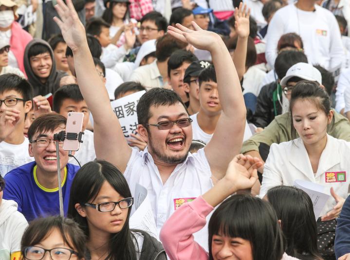 PTT名人四叉貓到場出席抗議活動。記者鄭清元/攝影