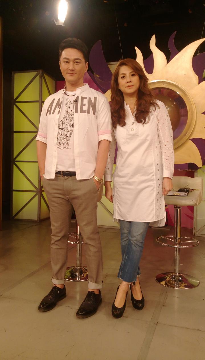 何篤霖(左)和郭靜純談薇薇安。記者林怡秀/攝影