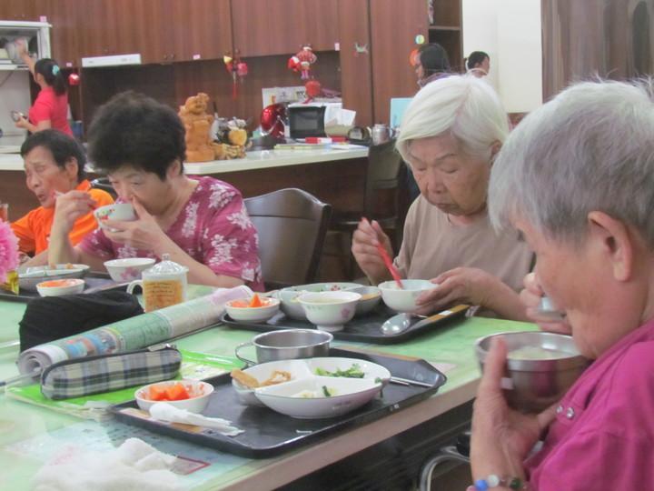 南投縣的老人人口數逾14%,有不少老人亟需裝置假牙,以方便進食。記者張家樂/攝影