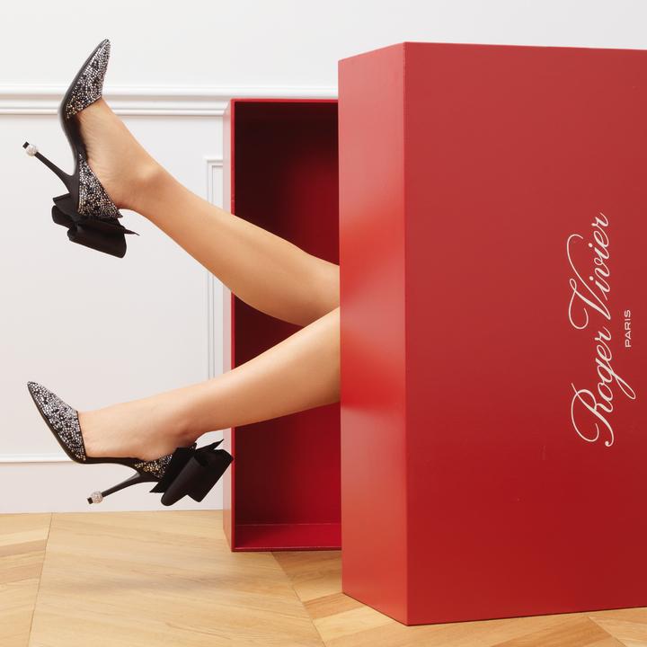 這雙鞋范冰冰也穿過,精緻奢華搭襯好氣質。圖/Roger Vivier提供