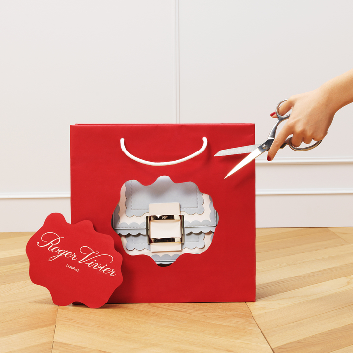 Roger Vivier將於即日起在官方IG發布一系列耶誕形象廣告。圖/Roger Vivier提供