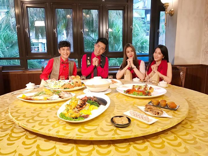因應春節的即將到來,《GoGo捷運》兩組主持人首度合體,將台灣豐富多元的年節特色,道地呈現。 民視/提供