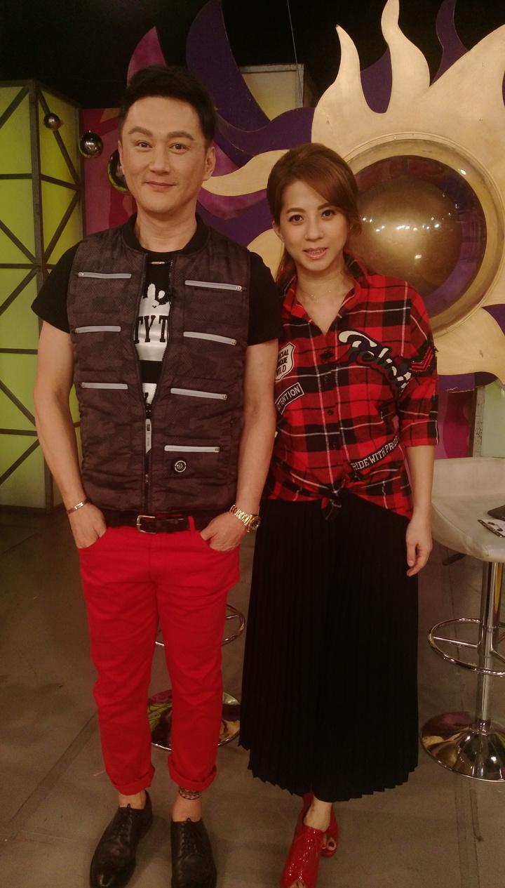 何篤霖(左)和郭靜純13日進棚錄「命運好好玩」。記者林怡秀/攝影